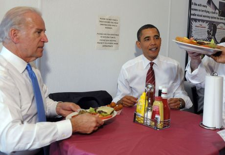 Barack Obama va Joe Biden: 'Cap doi vang' cua Nha Trang - Anh 7