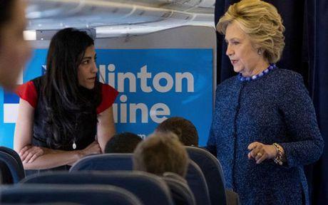Ong Donald Trump thu hep khoang cach voi ba Hillary Clinton nho vu be boi thu dien tu - Anh 1