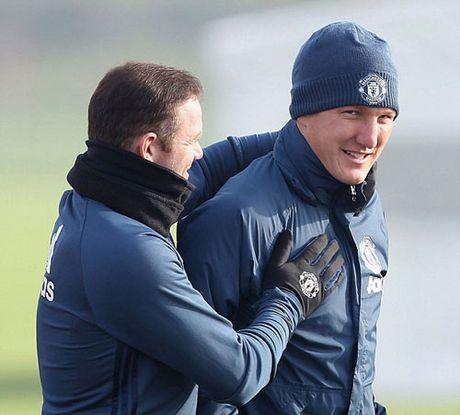 MU sa sut: Mourinho cau cuu Schweinsteiger, Mkhitaryan - Anh 13