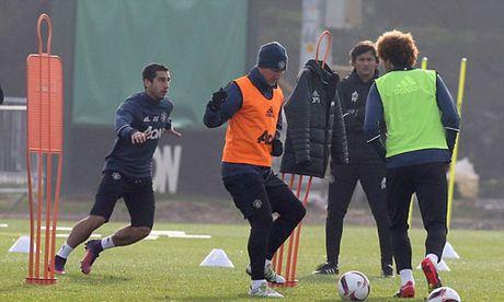 MU sa sut: Mourinho cau cuu Schweinsteiger, Mkhitaryan - Anh 14