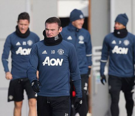 MU sa sut: Mourinho cau cuu Schweinsteiger, Mkhitaryan - Anh 19