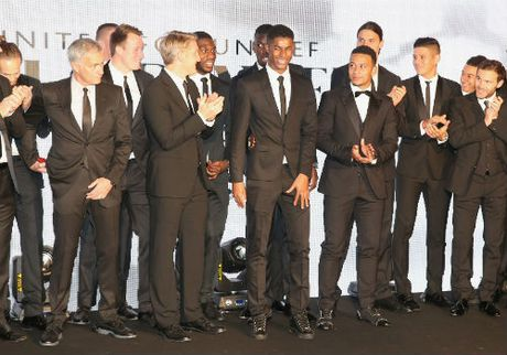 MU sa sut: Mourinho cau cuu Schweinsteiger, Mkhitaryan - Anh 1