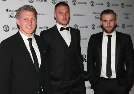 MU sa sut: Mourinho cau cuu Schweinsteiger, Mkhitaryan - Anh 6