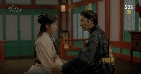 Nguoi tinh anh trang tap 19: IU duoc Lee Jun Ki ga cho em trai - Anh 1