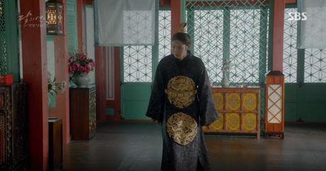 Nguoi tinh anh trang tap 19: IU duoc Lee Jun Ki ga cho em trai - Anh 5