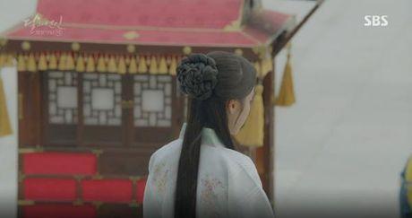Nguoi tinh anh trang tap 19: IU duoc Lee Jun Ki ga cho em trai - Anh 7