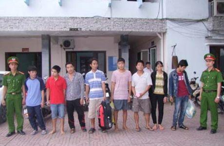 Thanh Hoa: Bat 10 doi tuong bi truy na dang lan tron o phia Nam - Anh 1