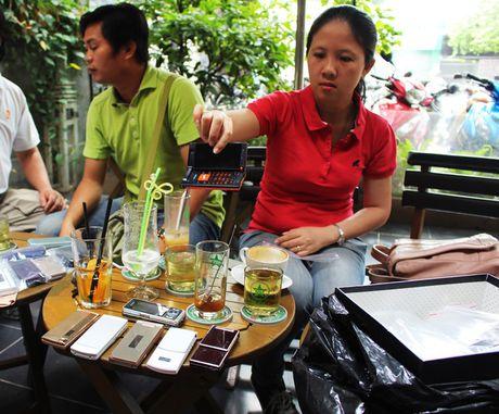 Choi dien thoai Nhat co tai Sai Gon - Anh 1