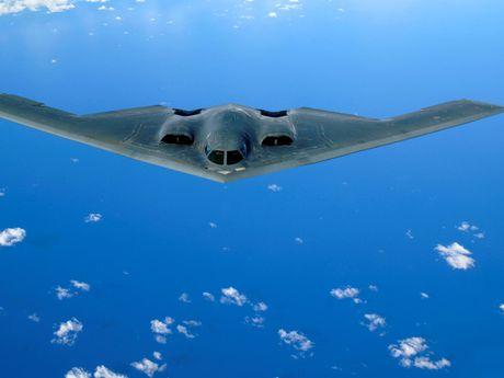 My trang bi vu khi hat nhan ky thuat so cho may bay nem bom B-2 - Anh 1