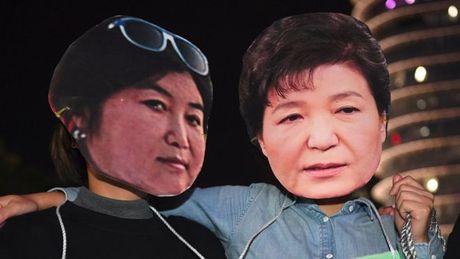 Nguoi phu nu 'thao tung' Tong thong Han Quoc xin loi - Anh 1