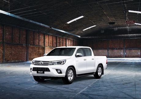 Toyota Viet Nam cong bo gia Hilux 2016 tu 697 trieu dong - Anh 1
