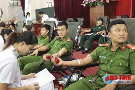 Nghi Xuan thu gan 206 don vi mau tinh nguyen - Anh 1