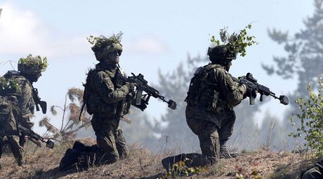 Nga, NATO tien hanh tap tran song song o vung Balkan - Anh 1