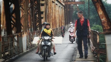 Can canh duong pho Ha Noi ngay tro ret - Anh 13