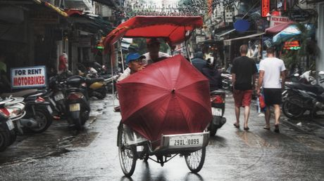 Can canh duong pho Ha Noi ngay tro ret - Anh 8