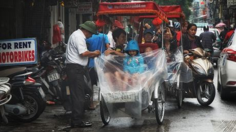 Can canh duong pho Ha Noi ngay tro ret - Anh 9