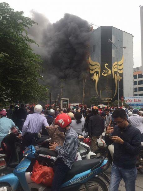 Ha Noi: Chay kinh hoang lien tiep 4 nha tren pho Tran Thai Tong - Anh 4