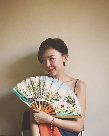 Tin sao Viet moi 1/11: Hoai Linh bi chup trom khi tam, Xuan Bac dung goc cay an che - Anh 17
