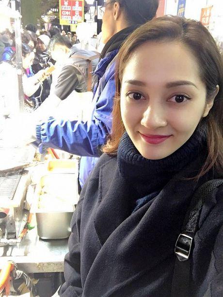 Tin sao Viet moi 1/11: Hoai Linh bi chup trom khi tam, Xuan Bac dung goc cay an che - Anh 20