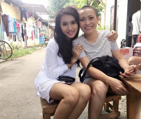 Tin sao Viet moi 1/11: Hoai Linh bi chup trom khi tam, Xuan Bac dung goc cay an che - Anh 32