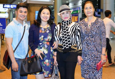 Tin sao Viet moi 1/11: Hoai Linh bi chup trom khi tam, Xuan Bac dung goc cay an che - Anh 37