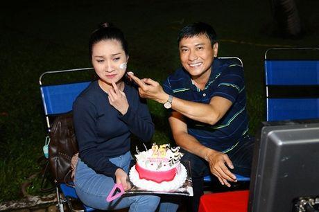 Tin sao Viet moi 1/11: Hoai Linh bi chup trom khi tam, Xuan Bac dung goc cay an che - Anh 8