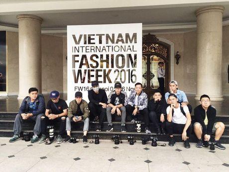 Ha Kino, Thythu Nguyen cung 500 anh em da co mat tai Ha Noi cho 'ngay hoi street style' - Anh 14