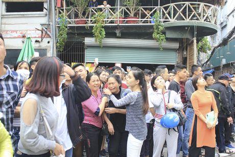 Chum anh: No luc chua chay tai vu hoa hoan kinh hoang tren duong Tran Thai Tong - Anh 4