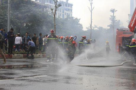 Chum anh: No luc chua chay tai vu hoa hoan kinh hoang tren duong Tran Thai Tong - Anh 8