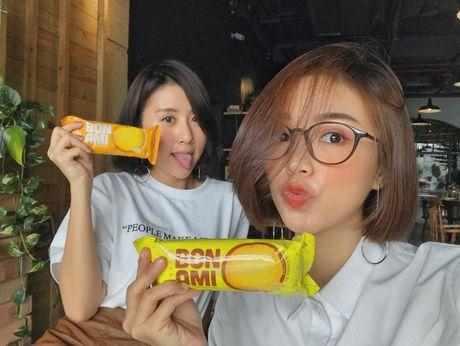 Hot girl Viet dong loat 'khoe' ban than - Anh 1