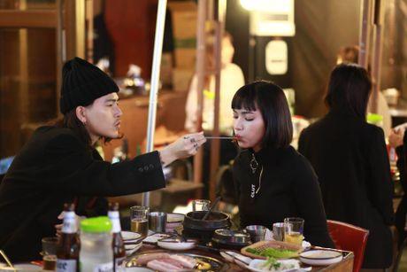 Hot girl Viet dong loat 'khoe' ban than - Anh 2