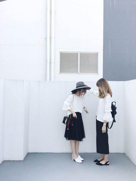 Hot girl Viet dong loat 'khoe' ban than - Anh 3