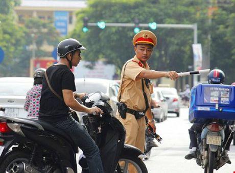 Khong dua duoc bang chung, CSGT co quyen xu phat? - Anh 1
