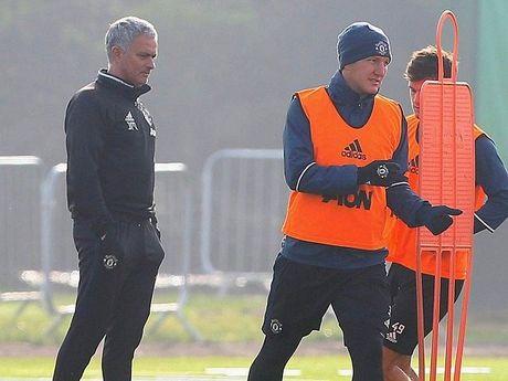 Sao MU phan ung viec Schweinsteiger duoc Mourinho goi lai - Anh 1