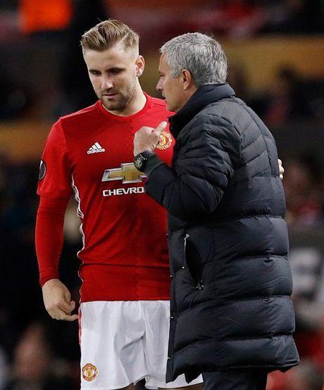 Sao MU phan ung viec Schweinsteiger duoc Mourinho goi lai - Anh 2
