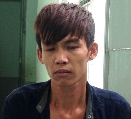 Thieu nu giat dao dam trung dui ten cuop giua pho Sai Gon - Anh 1