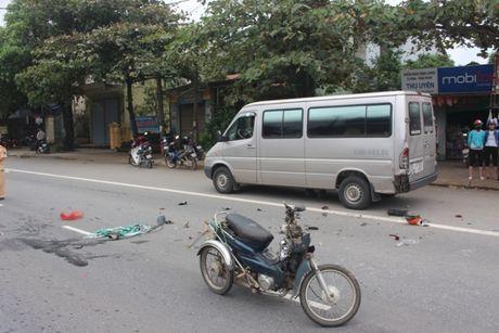 Quang Tri: Xe ba banh tong duoi xe khach tren QL1 - Anh 2