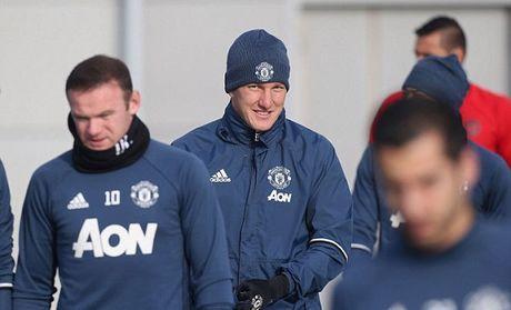 Mourinho cho Schweinsteiger tap tro lai voi Man Utd - Anh 1