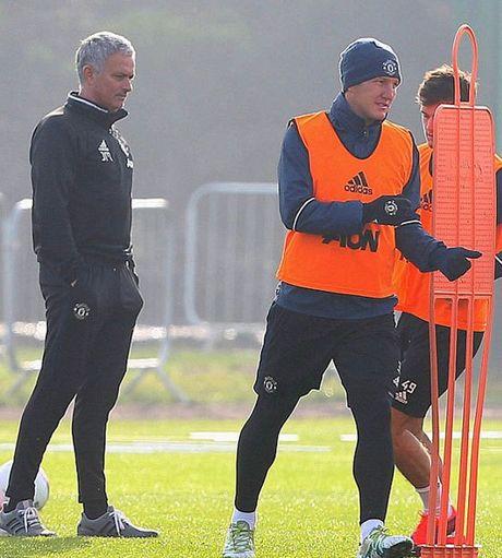 Mourinho cho Schweinsteiger tap tro lai voi Man Utd - Anh 3