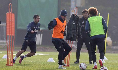 Mourinho cho Schweinsteiger tap tro lai voi Man Utd - Anh 5