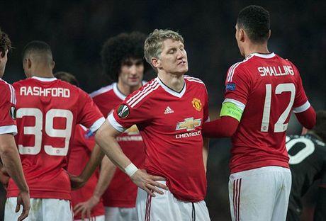 Mourinho cho Schweinsteiger tap tro lai voi Man Utd - Anh 7
