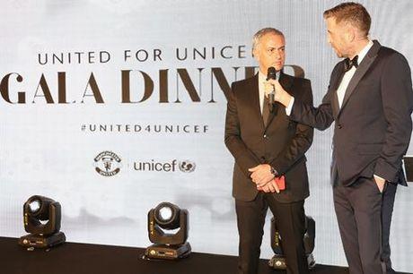 Schweinsteiger lich lam ben Mourinho trong tiec tu thien cua Man United - Anh 11