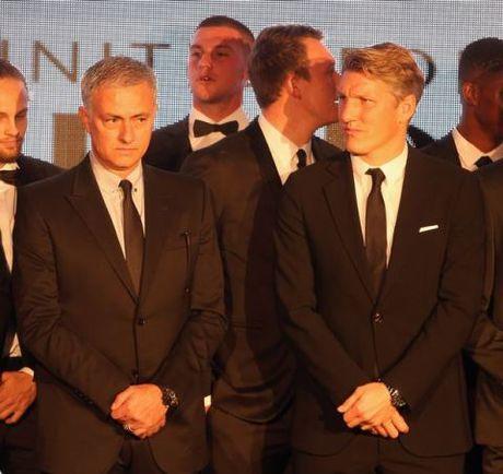 Schweinsteiger lich lam ben Mourinho trong tiec tu thien cua Man United - Anh 2