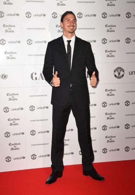 Schweinsteiger lich lam ben Mourinho trong tiec tu thien cua Man United - Anh 3