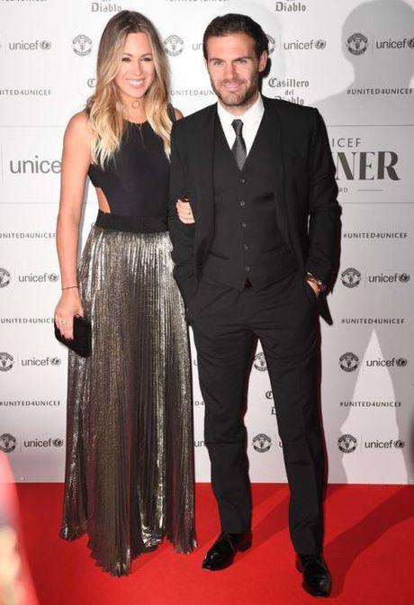 Schweinsteiger lich lam ben Mourinho trong tiec tu thien cua Man United - Anh 9