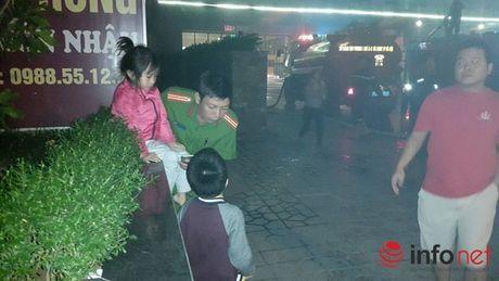 Chay chung cu Rainbow Linh Dam, nguoi dan hoang loan thao chay - Anh 8