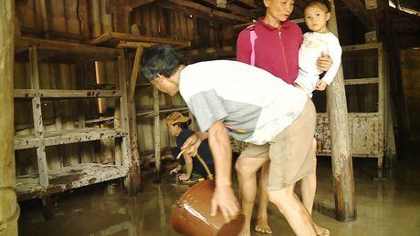 Hinh anh: Nguoi dan Quang Binh, Ha Tinh lai tat ta 'chay' lu - Anh 4