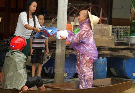 Tinh nguoi am ap ngay giua vung 'ron lu' Huong Khe - Anh 1