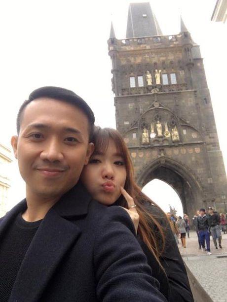 Tran Thanh - Hari Won dang dua voi du luan? - Anh 1