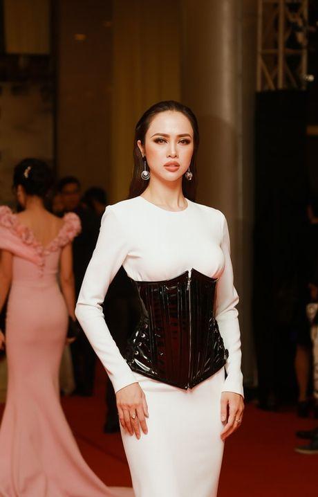 'Dung hinh' vi thay Phuong Trinh mac bao trong dem Ha thanh - Anh 11